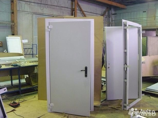 установка металлических дверей на промышленных помещений