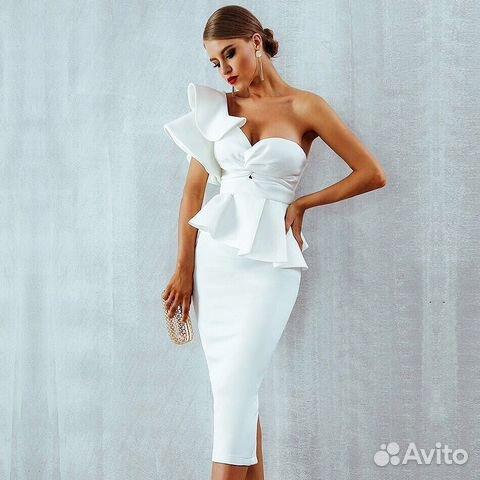 89b54131f55 Белое платье вечернее с баской новое купить в Москве на Avito ...