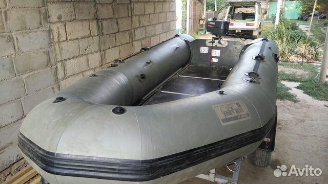 Лодка и лодочный прицеп