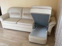 Угловой кожаный диван
