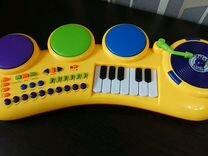 Пианино, чемодан бакуган, музыкальный плакат Маша