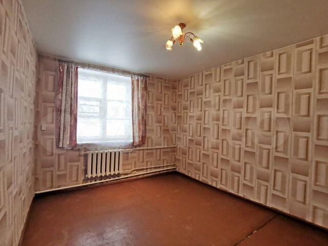 Комната 16 м² в > 9-к.,1/1 эт.